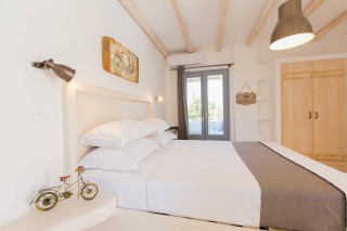 naxos-deluxe-double-rooms-19