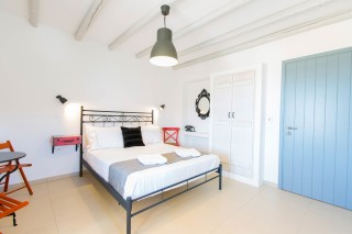 naxos-deluxe-double-rooms-28
