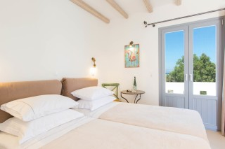 naxos-deluxe-triple-rooms-02