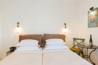 naxos-deluxe-triple-rooms-03