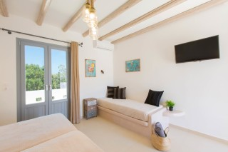 naxos-deluxe-triple-rooms-04