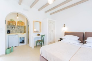 naxos-deluxe-triple-rooms-06