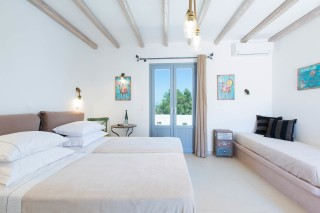 naxos-deluxe-triple-rooms-07