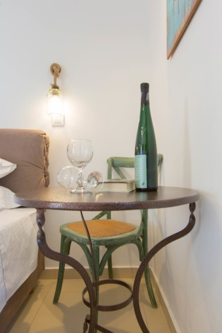 naxos-deluxe-triple-rooms-09