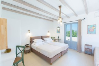 naxos-deluxe-triple-rooms-10