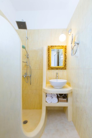 naxos-deluxe-triple-rooms-12