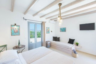 naxos-deluxe-triple-rooms-14