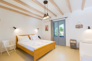naxos-deluxe-triple-rooms-16