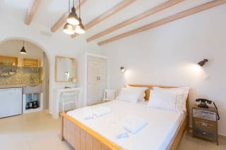 naxos-deluxe-triple-rooms-18