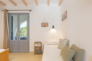 naxos-deluxe-triple-rooms-20