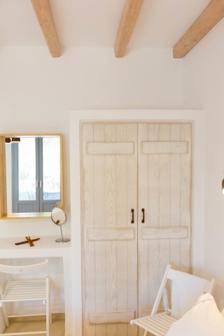 naxos-deluxe-triple-rooms-26