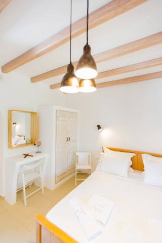 naxos-deluxe-triple-rooms-27