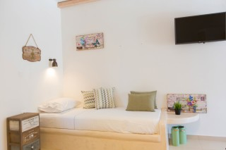 naxos-deluxe-triple-rooms-29